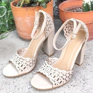 Shoes - 🔥NUDE SCALLOPED LACER CUT HEELS